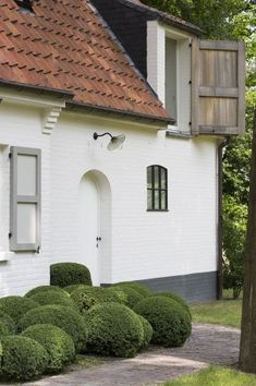 Exterior Paint, Interior And Exterior, Cottage Exterior, Cottage Farmhouse, Classical Architecture, Facade House, Old Houses, Home Deco, Future House