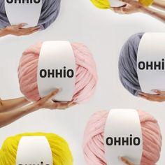 6 balls of Arm Knitting Merino Wool Arm Knitting Merino Wool, Wool Yarn, Merino Wool Blanket, Jumbo Yarn, Diy Cushion, Diy Braids, Chunky Yarn, Knitted Blankets, Diy Kits