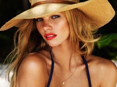 Phyle Style: 3 Easy and Beautiful Summer Makeup Looks Pool Makeup, Beach Makeup, Sommer Make-up Looks, Sommer Make Up, Surf Hair, Beach Hair, Without Makeup, Summer Beauty, Damaged Hair