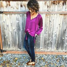 Just over here smizing at the leaves😗🍂Also, this purple shade is getting all the heart eyes!😍😍😍 ••• Top: @forgetmeknotandco Jeans: @macys Shoes: @targetdoesitagain