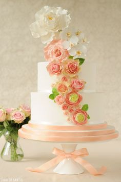 Peach & Mint Wedding Cake  |  by Ligia De Santis |  #weddingcake www.finditforweddings.com