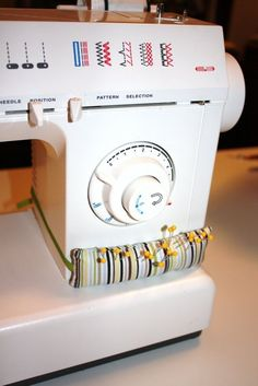 The Gilded Hare: diy sewing machine pin cushion tutorial Every once in a while,. The Gilded Hare: diy sewing machine pin cushion tutorial Every once in a while, a DIY project come Sewing Hacks, Sewing Tutorials, Sewing Crafts, Sewing Patterns, Sewing Tips, Tutorial Sewing, Sewing Ideas, Sewing Basics, Quilting Tutorials