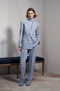 Ralph Lauren Resort 2019 collection, runway looks, beauty, models, and reviews.