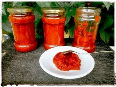 Pravy srbsky ajvar Russian Recipes, Chili, Salsa, Jar, Stuffed Peppers, Canning, Vegetables, Food, Syrup