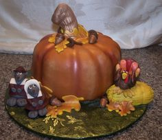 Pumpkin Cake with pilgrim mice & turkey
