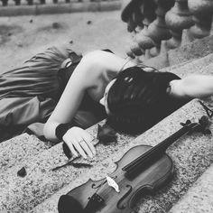 """Γιατί η μουσική επί της ουσίας, είναι τα συναισθήματα που μένουν όταν σβήσουν οι νότες. 🎶""""Η αλήθεια της μουσικής βρίσκεται στη δόνηση εκείνη που παραμένει στο αυτί, όταν ο τραγουδιστής έχει τελειώσει το τραγούδι κα ο οργανοπαίχτης δεν αγγίζει πια τις χορδές""""🎶 #ΚahlilGibran #ILoveMusic"""