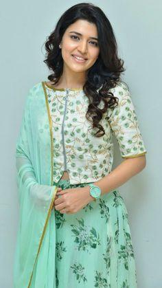 South Actress, Indian Designer Wear, Kurti, Floral Tops, Saree, Actresses, Actors, Pickles, How To Wear