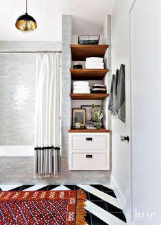 17 Ideas for master bathroom linen closet light fixtures Home Interior, Interior Design, Upstairs Bathrooms, Master Bathrooms, Built In Shelves, Wood Shelves, Open Shelving, Bathroom Shelves, Built In Bathroom Storage