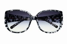 Occhiali in resina e pizzo, Dolce & Gabbana Eyewear (390 euro).
