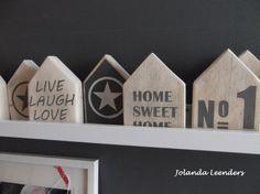 Knutsels van Jolanda. Huisjes steigerhout.