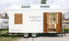 This Celeb-Loved Sunglass Brand Built a Tiny House On Wheels Love KREWE sunglasses? We've got good news: the New Orleans-based eyewear brand is creating a mobile shopping experience, coming to a city near you. For more news, head to Domino. Small Tiny House, Tiny House On Wheels, Casa Loft, Tiny Office, Tiny Shop, Container Shop, Food Truck Design, Building A Tiny House, Mobile Business