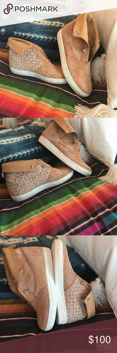 Free People Gansvoort suede embroidered sneaker Free People slope on sneaker. It's between a moccasin and a sneaker. So comfortable and makes any outfit amazing. Perfect condition!! Size 40 Free People Shoes Sneakers