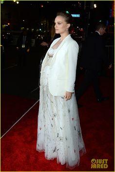 Pregnant Natalie Portman Dazzles in Dior at 'Jackie' Premiere