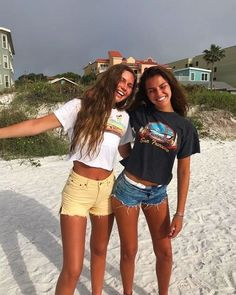 Awesome outfit to wear this summer - Bff Pictures Bff Pics, Photos Bff, Cute Friend Pictures, Friend Photos, Cute Photos, Surfergirl Style, Best Friend Fotos, Cute Friends, Friends Shirts