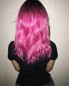 WEBSTA @ isshiki_kenta - 本日のお客様。ピンク!文化祭ふぁいと!マニパニ2色絶妙に混ぜて作ってます。#原宿#美容師#ヘアカラー#ピンク#ブリーチ#マニパニ#マニックパニック#クレオローズ#コットンキャンディーピンク#ビビッドカラー#ビビッドヘア