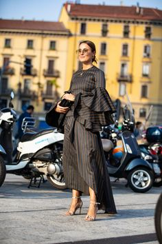 Milan fashion week street style spring summer 2019 Source by raisafairoozx dresses sketches Milan Fashion Week Street Style, Spring Street Style, Milan Fashion Weeks, London Fashion, Modesty Fashion, Fashion Outfits, Sporty Fashion, Unique Fashion, Fashion Fashion