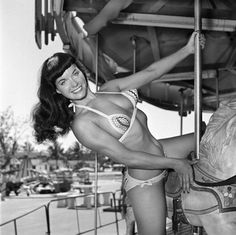 Bunny Yeager with Betty Page. Ella es la culpable, conocimos esta foto, pero están todas las demás, la Reina de las Pin Ups