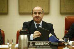 El ministro de Economía, Luis de Guindos, ha cifrado en 2.600 millones de euros el quebranto económico producido por las 42 operaciones potencialmente...
