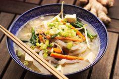 Shirataki Miso Tofu Suppe Vegan dürfte in Japanein so gut wieunbekannter Begriff sein. Selbst für das Wort Vegetarier gab es früher keinen allgemeinen Begriff. Dieser wurde erst später vom englis…
