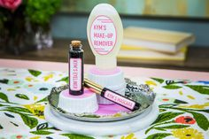 Homemade Eye Makeup: Mascara, Eyeliner and Makeup Remover by Kym Douglas Home And Family Hallmark, Hallmark Homes, Make Your Own Makeup, Healthy Eyes, Make Up Remover, Healthy Work Snacks, Diy Beauty, Beauty Tips, Beauty Ideas