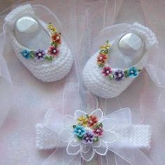 Hand Knitted Baby Girls Ballet Booties and matching headband Crochet Baby Shoes, Crochet Baby Clothes, Crochet Slippers, Cute Crochet, Crochet For Kids, Knitted Baby, Baby Knitting Patterns, Baby Patterns, Hand Knitting