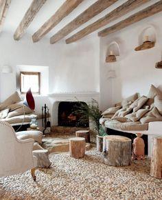 Wohnzimmer Landhausstil Gestalten Rustikal Steinbodenbelag Baumstmme