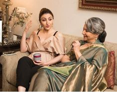 Sharmila Tagore with her daughter Soha Ali Khan Soha Ali Khan, Sharmila Tagore, Indian Movies, Film Industry, Bollywood Celebrities, Bollywood News, Film Posters, Celebrity Photos, Indian Beauty