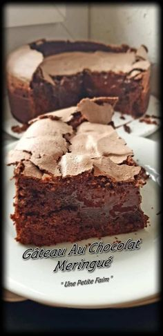 Meringue Chocolate Cake - Pastry World Chocolate Meringue, Meringue Cake, Chocolate Desserts, Chocolate Cake, Cake Recipes, Dessert Recipes, American Desserts, French Pastries, Food Cakes