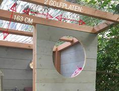 Een wolk van een speelhuisje: stoer en zoet tegelijk. Dat bouwen Thomas en Edsilia Rombley in Edsilia's achtertuin. Een plek waar de 2 dochtertjes van de zangeres zich helemaal kunnen terugtrekken. Lees hier hoe jij ook zo'n tof huisje maakt. Outdoor Fun For Kids, Backyard For Kids, Backyard Projects, Outdoor Projects, Garden Projects, Diy For Kids, Build A Playhouse, Playhouse Outdoor, Diy Playground