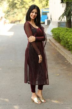Discover thousands of images about Not a fashion faux pas in India. Now where is India? Pakistani Dresses, Indian Dresses, Indian Outfits, Simple Kurti Designs, Kurta Designs Women, Salwar Designs, Dress Neck Designs, Saree Blouse Designs, Stylish Dresses