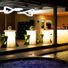 Slide verlicht meubilair voor zowel binnen als buiten #KarimRashid #slidedesign #designfurniture #lightfurniture