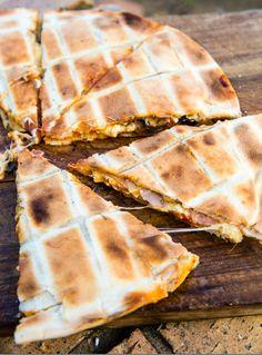 JAN BRAAI PIZZA   Jan Braai Braai Salads, South African Recipes, Ethnic Recipes, Braai Recipes, Pizza Sandwich, Perfect Pizza, Venison, Camping Meals, Roasted Vegetables