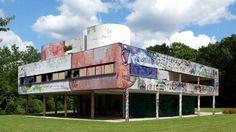xavier delory imagines corbusier's villa savoye in a state of decayphoto © xavier delory Le Corbusier, Casa Farnsworth, Therme Vals, Villa Savoye, State Of Decay, Cool Photoshop, Art And Architecture, Planer, New Art
