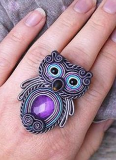 Owl ring - soutache and beads Trendy Jewelry, Boho Jewelry, Beaded Jewelry, Women Jewelry, Beaded Bracelets, Soutache Tutorial, Soutache Necklace, Best Friend Jewelry, Brooches Handmade