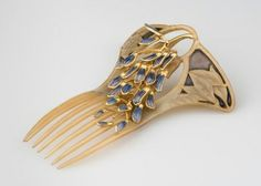 "Lalique's ""Ornamental Comb with Wisteria Blossoms,"" Paris, 1899–1900. It is made of horn, window enamel, gold, and silver. szecesszió"