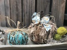 Burlap wreaths don't have to be difficult. Try this easy burlap wreath method and become a pro in 30 minutes. Dollar Tree Pumpkins, Dollar Tree Fall, Plastic Pumpkins, Faux Pumpkins, Glass Pumpkins, Fabric Pumpkins, Fun Halloween Crafts, Dollar Store Halloween, Christmas Crafts