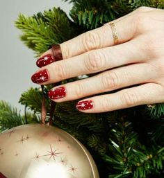 Subscribe now or else I will stop share ideas. I see 50 people a day take my ideas and none of them is a subscriber. That's not fair!  Twinkling stars #naildesign #nails #christmasmood #starnails #christmasnails #christmasnaildesign #nailart #christmasnailart #rednails