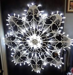 Christmas Ornament Crafts, Christmas Projects, Holiday Crafts, Christmas Holidays, Snowflake Decorations, Outdoor Christmas Decorations, Snowflake Designs, Hanger Crafts, Making Ideas