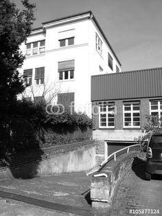Restaurierte alte Fabrik- und Lagergebäude in einem Hinterhof in Bielefeld-Schildesche in Ostwestfalen-Lippe