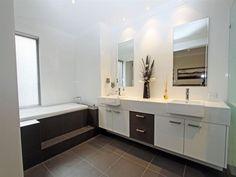Glass in a bathroom design from an Australian home - Bathroom Photo 431258