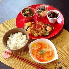 今日も暑い------(¯―¯٥)けど負けずに作ったお昼ごはん(ง •̀_•́)ง  エビとナスと卵のナンプラー炒め ししとうとおかかの煮浸し ひじきとにんじんのオイスター炒め 長芋の明太子和え そうめんとパプリカの中華スープ 発芽玄米入りご飯  昨日、金沢にいる友達のベイビーが無事に産まれて、1人でお祝い♡ あー早く会いたいよ〜〜(//∨//) 去年の今頃は友達と2人でうだうだしてたのに、月日が経つのははやいなぁ〜〜(笑) ナンプラーは初めて扱ってみたけど、こんな味なんだ!これからはエスニックな料理にも挑戦してみよーっと(-^艸^-)♪ - 145件のもぐもぐ - お昼ごはん( 灬˙▿˙灬 ) by amumu