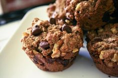 For breakfast, snack or dessert these healthy oatmeal chocolate chip muffins will make your children (and you! Oatmeal Cupcakes, Oatmeal Cookie Recipes, Oatmeal Muffins, Chocolate Chip Muffins, Chocolate Chip Oatmeal, Applesauce Muffins, Chocolate Chips, Banana Pancakes, Protein Muffins