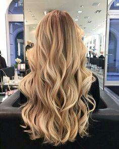 Beach Blonde Hair, Beauté Blonde, Honey Blonde Hair, Blonde Hair Looks, Blonde Color, Blonde Balayage Honey, Curled Blonde Hair, Balayage Straight, Golden Blonde Hair
