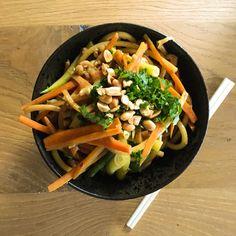 Pad thai aux crevettes à ma façon Ethnic Recipes, Food, Recipes, Kitchens, Eten, Meals, Diet