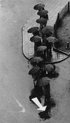 Racing Day in Tokyo, 1968  Photo: André Kertész