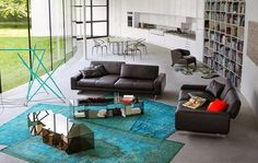De grands tapis donne de la chaleur à une pièce, n'hésitez pas à en agencer plusieurs