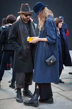 The sartorial scene at Berlin Gallery Weekend. Berlin Street Style, Berlin Mode, Street Style Vintage, Hipster Grunge, Grunge Goth, Couple Style, My Style, Botas Dr Martens, Gallery Weekend
