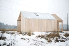 Готовые объекты домов из лиственницы Shed, Outdoor Structures, Exterior, Cabin, Interior Design, Architecture, House Styles, Home Decor, Projects