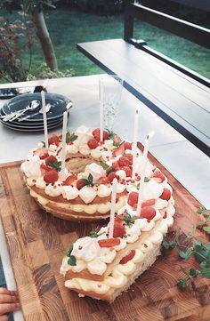 Siffertårta!   Frida Fahrman Marshmallows, Camembert Cheese, Dairy, Food, Marshmallow, Essen, Meals, Yemek, Eten