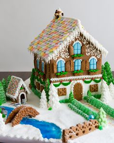 gingerbread house template Shannon O'Hara: A Year of Gingerbread Houses Homemade Gingerbread House, Graham Cracker Gingerbread House, Gingerbread House Patterns, Gingerbread House Template, Cool Gingerbread Houses, Gingerbread House Parties, Gingerbread Village, Christmas Gingerbread House, Christmas Cookies